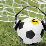 Fussball mit Kopfhörer und Blindenschleife; Copyright: shutterstock, Montage: E & L;