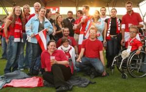 Fans mit und ohne Behinderung beim Schlagerspiel Österreich - Deutschland.